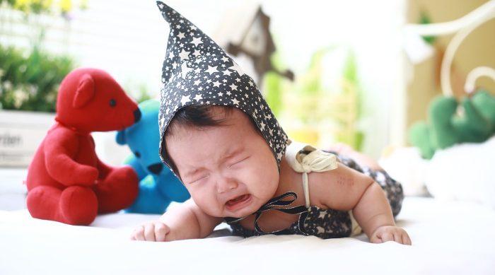 赤ちゃんの人見知りは成長の証